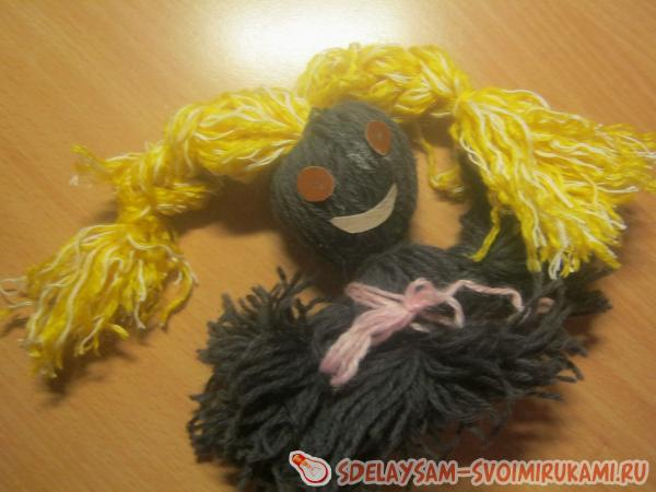Кукла из шерстяных ниток