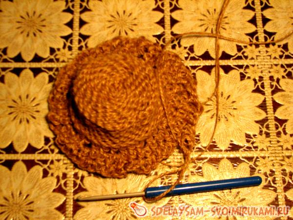 Knit bast and hat made of twine
