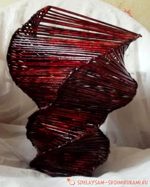 спиральная вазы из бумажной лозы