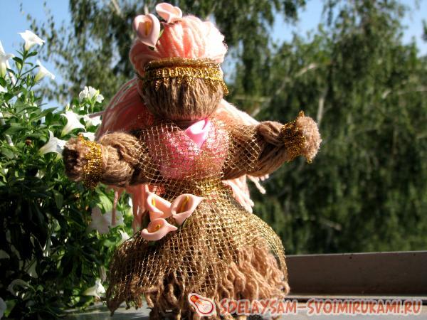 Кукла-мотанка из пряжи