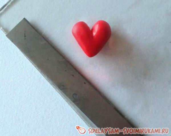 Придайте треугольнику вид сердечка