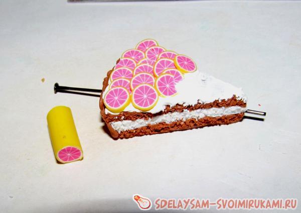 кусочек торта с грейпфрутом