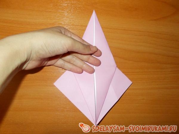 Amusing origami snail