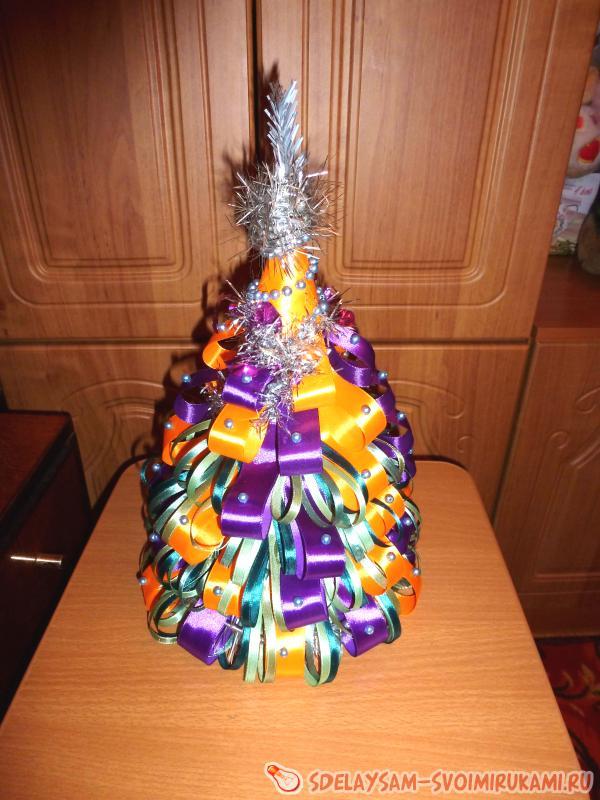 Новогодняя елочка из атласных лент