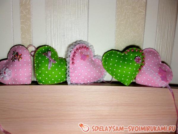 Гирлянда из теплых сердец ко Дню всех влюбленных