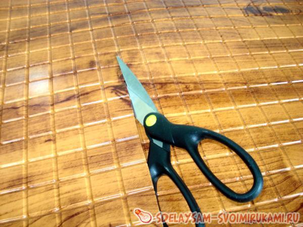 Панели легко режутся ножницами