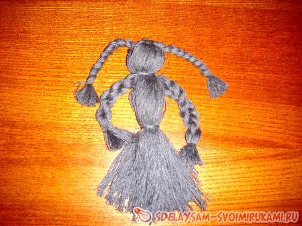 Doll amulet of threads