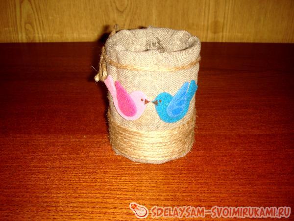Decorate a decorative vase
