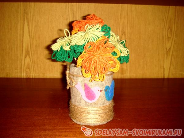 Flowers from the threads in a homemade vase