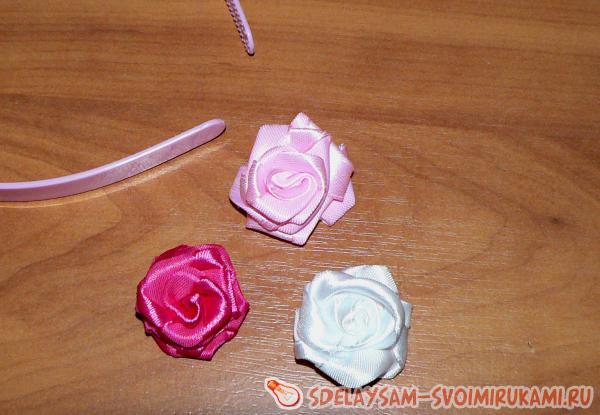 Bezel of satin ribbons