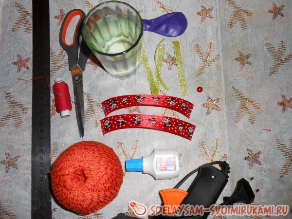 Ажурные шары и елочки из ниток - просто и эффектно!