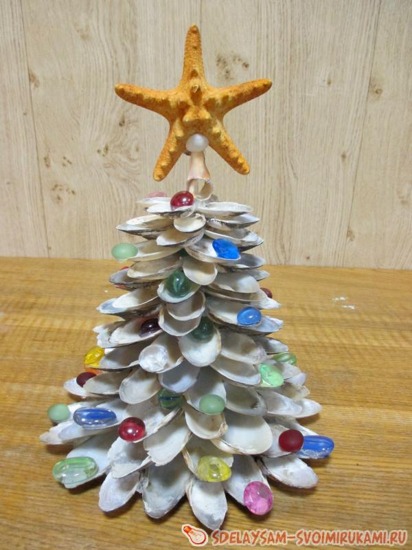 Christmas tree from seashells