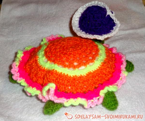 Knitted toy turtle