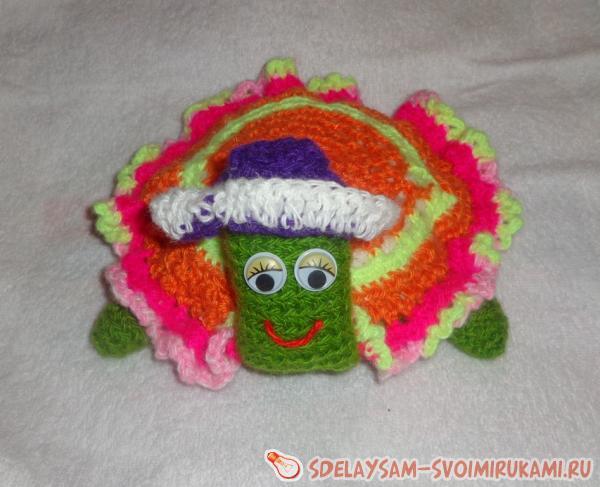 Вязаная игрушка-черепашка