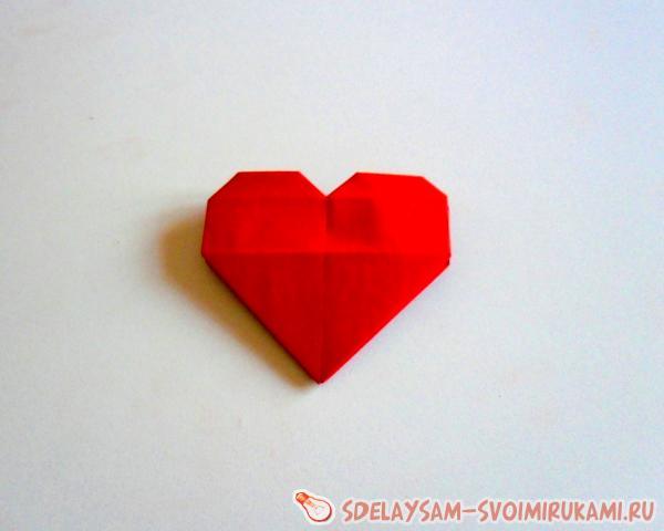 Валентинка в виде сердца из бумаги