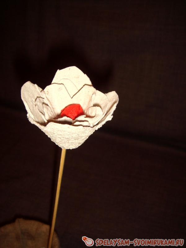 Розы из бумажного лотка для яиц
