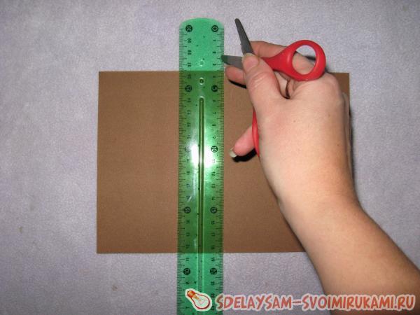 вырезаем из картона прямоугольник