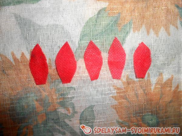 лепесток красного цвета