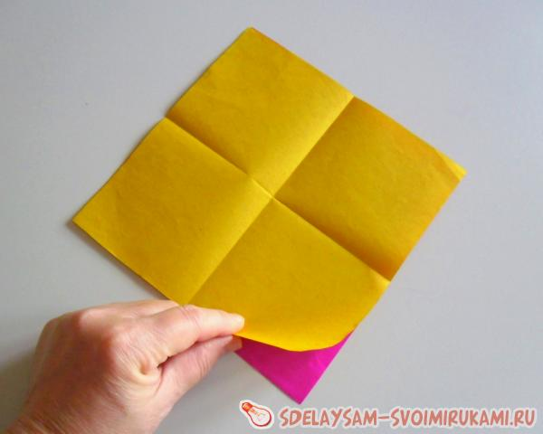 colored paper stud
