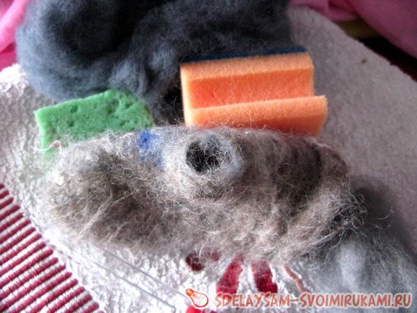 restore a torn mitten