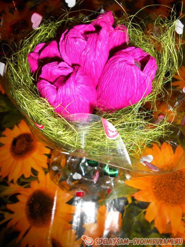 Весенние тюльпаны - букет из конфет