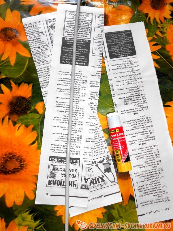 газету нарезаем на полоски