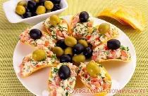 Аппетитная закуска на чипсах с сыром и чесноком