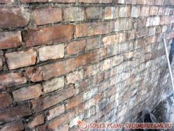 Различные способы выравнивания кирпичных стен