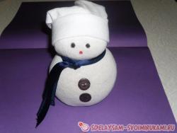 Снеговик из носка и риса