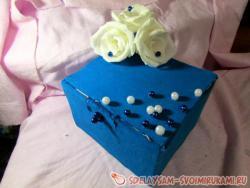 Шкатулка с цветами из гофрированной бумаги