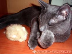 Меховая игрушка-мышка для кота