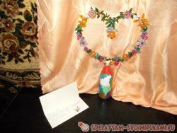 Украшение «Сердце» из бисера на подставке