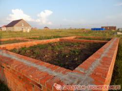 Плюсы и минусы строительства цоколя из красного кирпича