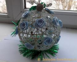 Новогодний шарик из ниток