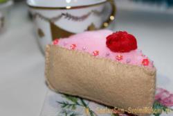 Кусочек торта из фетра
