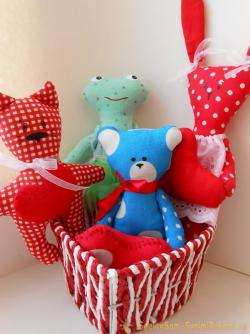 What to give for Valentine's Day? We sew a primitive bear with heart