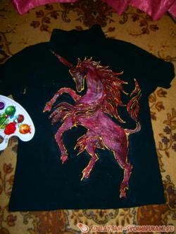 Как нарисовать коня на одежде