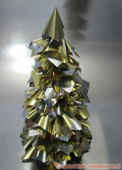 Елка из золотой упаковочной бумаги
