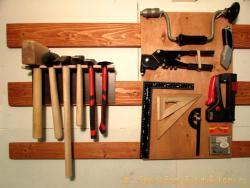 Гибкая система хранения инструмента в домашней мастерской