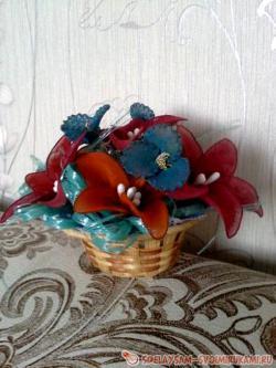 Корзинка с цветами из капрона