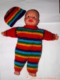 Вязанный пестрый костюм на куколку-пупса ростом 25 см