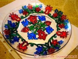 Роспись тарелки глиттерами