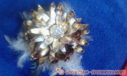 Цветок из кожи с золотым покрытием