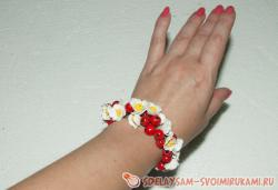 Bracelet with berries and flowers