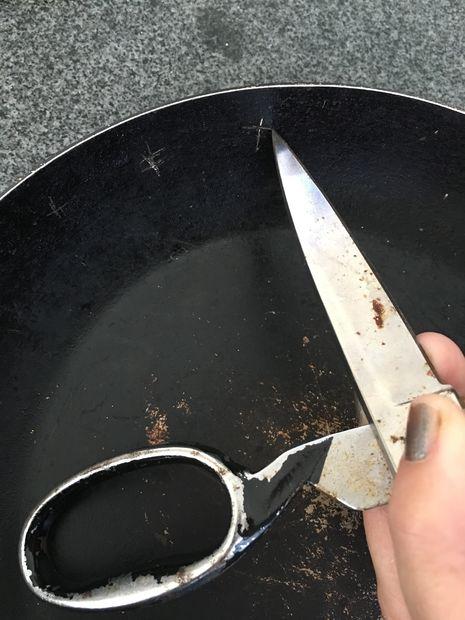 Новое зеркало из старой сковороды