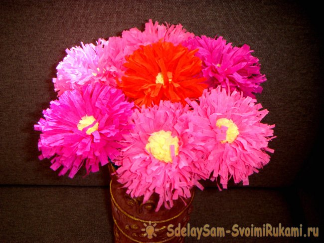 Asters from crepe paper
