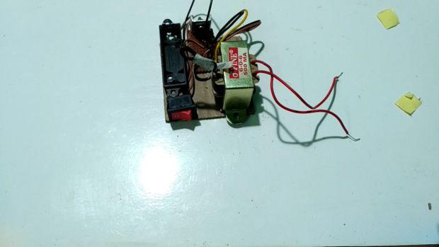Mostsimple inverter 1.5 V - 220 V