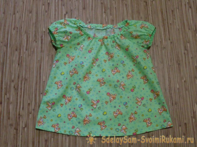 We sew a summer blouse for a baby with our own hands
