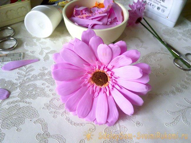 Розовая гербера из фоамирана, Мастер-класс своими руками