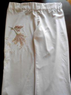 Вышивка на брюках бисером и пайетками